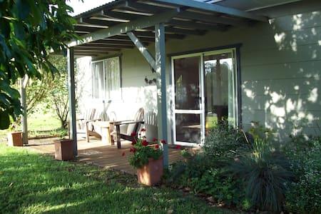 Santee Cottage - Corndale - Aamiaismajoitus