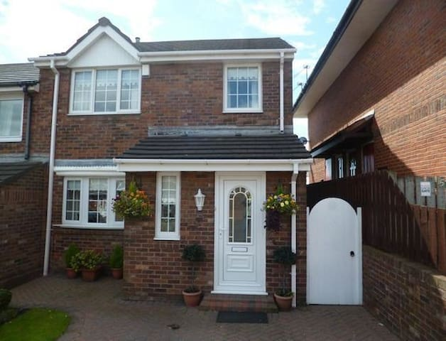 Thistledowne-Family home-Parking-Conservatory - Sunderland - House
