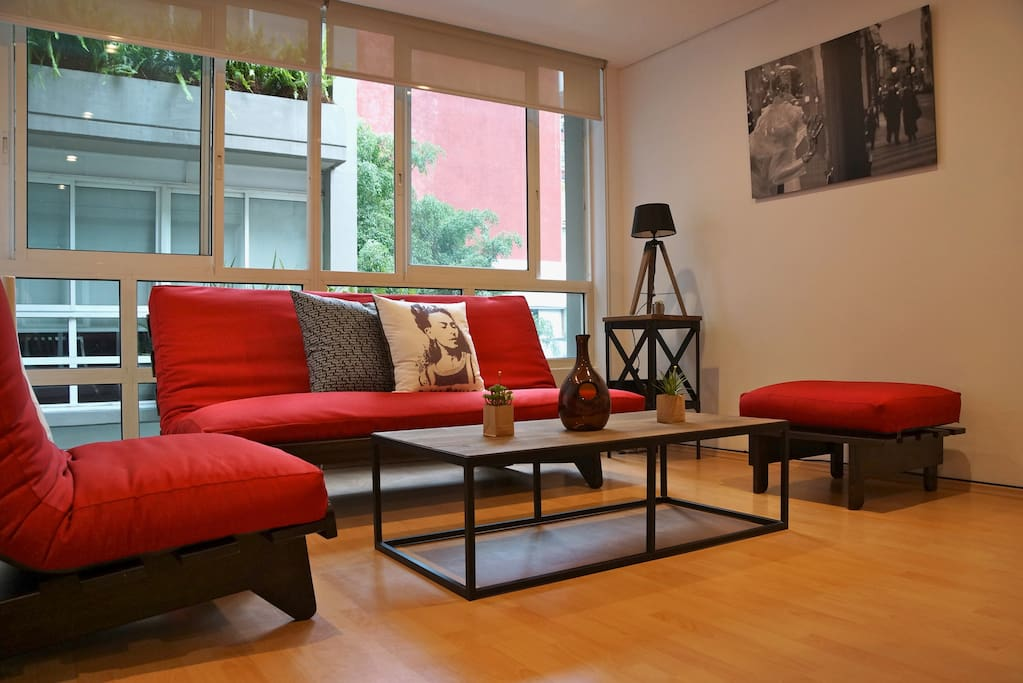 Living room with a futon that can accommodate 2 guests