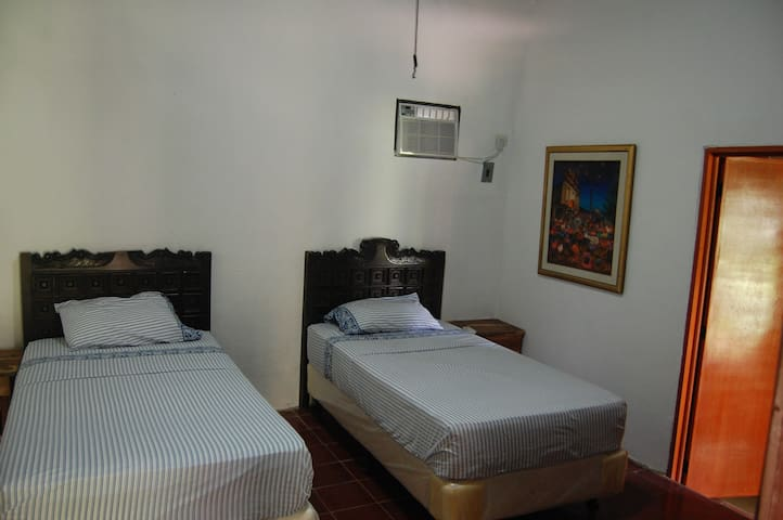 Double room with p/bath. - Suchitoto - Bed & Breakfast