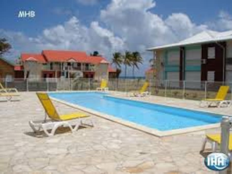 F3 avec 2 piscines et acc s plage apartments for rent in - Piscine saint francois nice ...