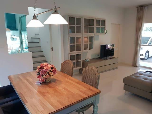 New cozy house close to MegaBangna - Bang Kaeo - Maison