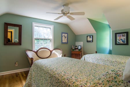 Charming Cape Cod in Chagrin Falls - Hus