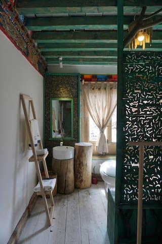 原木的洗手盆架