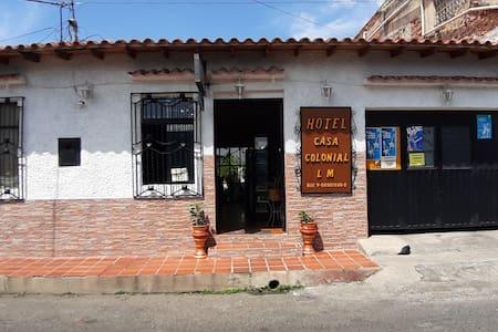 Hotel Casa Colonial cerca a la frontera Colombiana
