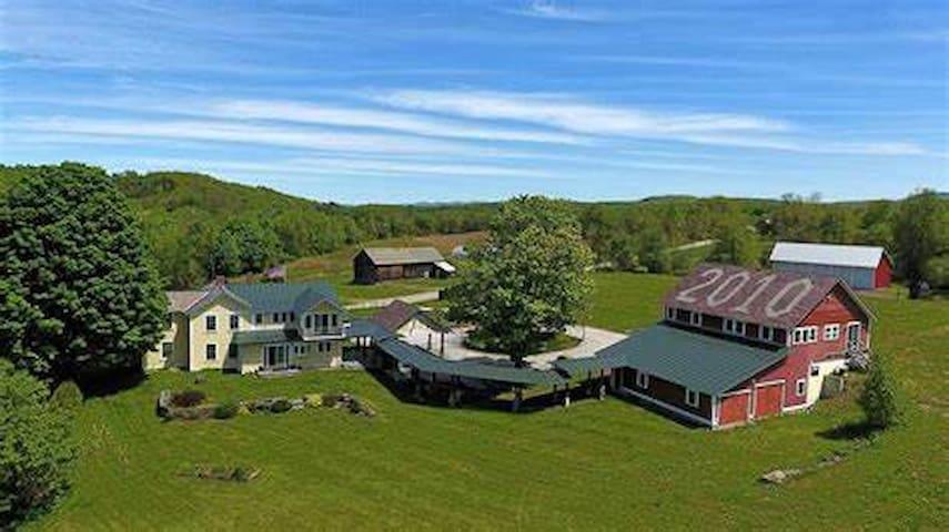 Beautiful all season Vermont getaway!