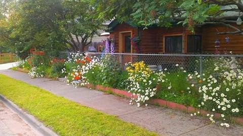 Cedar Alley, A Cozy Home near Downtown Anchorage