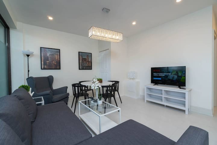 2 BDRM Suite - Fashion/Ent. District