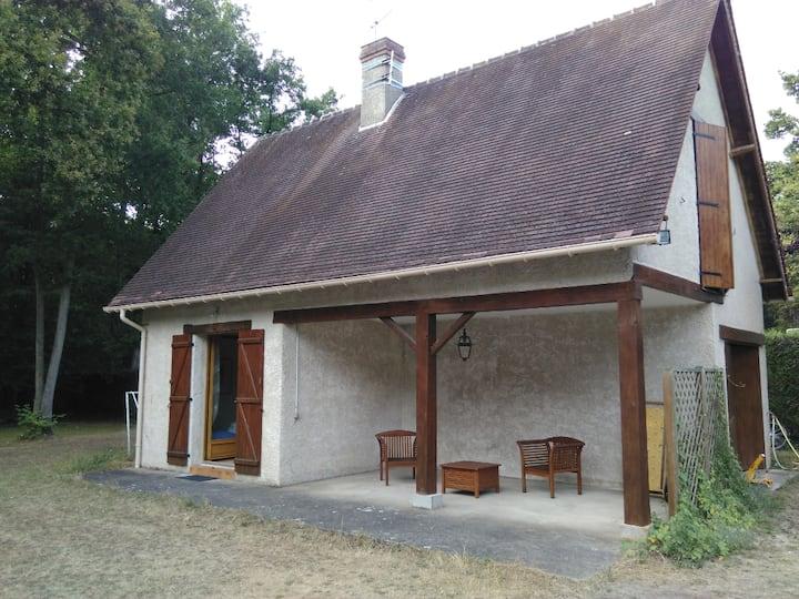 Petite maison + jardin &piscine partagés (NO fête)