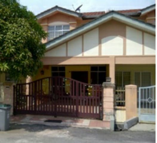 Entire place in Malacca Ayer Keroh near Aeon Jusco - Ayer Keroh - House