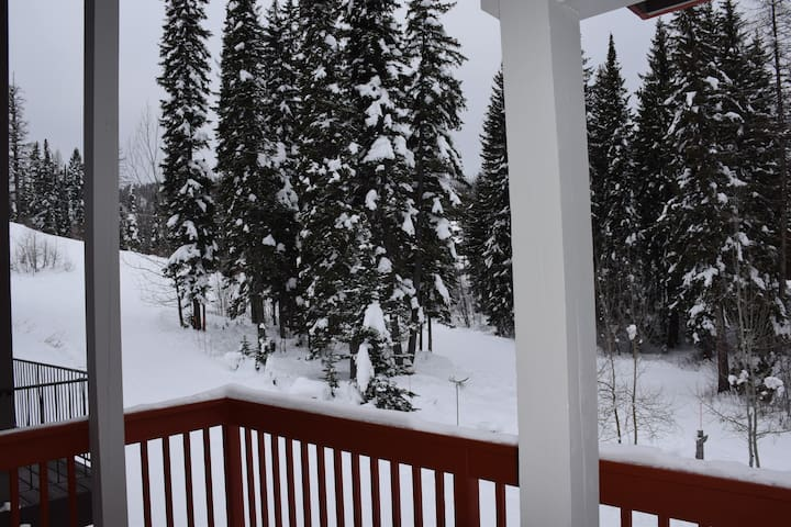 Huge Ski in/out Condo right on the slopes!