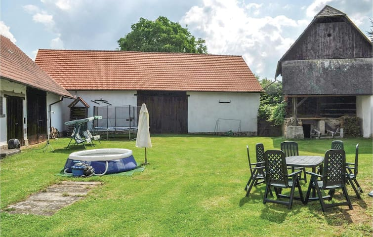 Holiday cottage with 3 bedrooms on 130 m² in Mlada Vozice