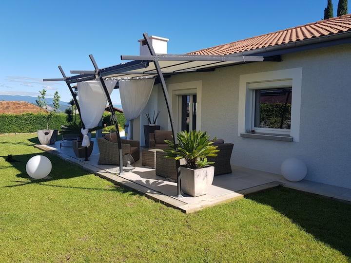 Albon: maison calme et verdoyante proche Golf