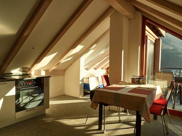 Sonnige Dachwohnung mit grosser Terrasse - Cavigliano - Appartement