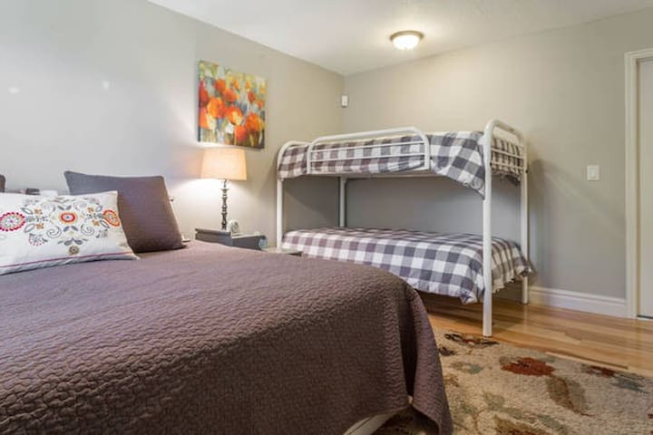Room Sleeps 4 w/Private Bath and Garage Parking!!