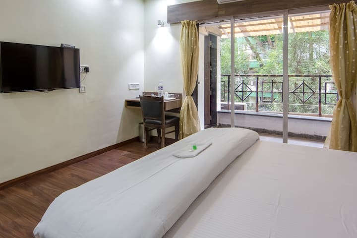 King room with balcony, ac and wifi - Pune - Apartment