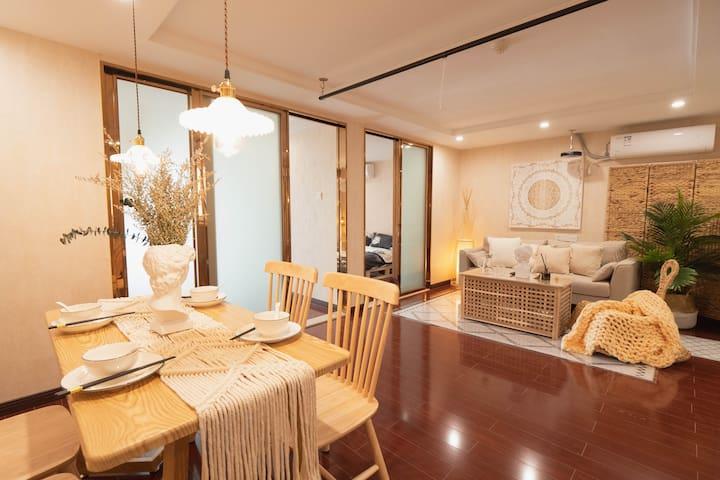 LISEN⑩①东海泰禾波西米亚风/2-8人高层家庭房巨幕投影/双床两卧室