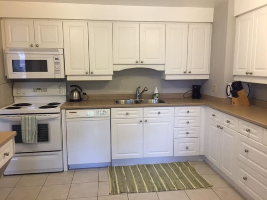 Fridge, Stove & Dishwasher, coffee maker, linens, cutlery, cooking equipment