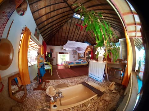 "Polynesian Bungalow en suite "" SeaShell """