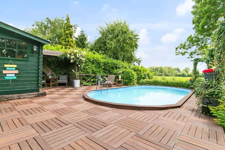 Beautiful home with swimmingpool near Giethoorn