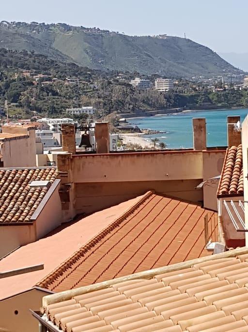 Vista mare da balcone