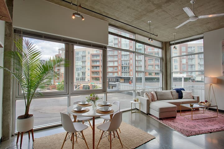 Large 1 Bedroom Loft in the Gulch; 2 Bathrooms!