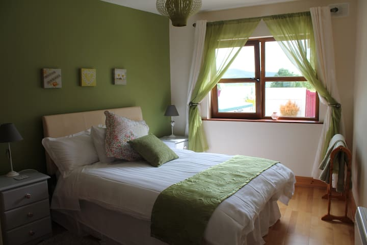 Newly refurbished Dingle Town Apartment - Dingle - Departamento