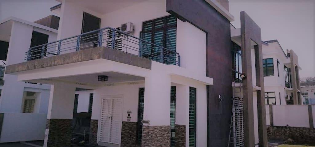 Tok Nal's Elite Guesthouse