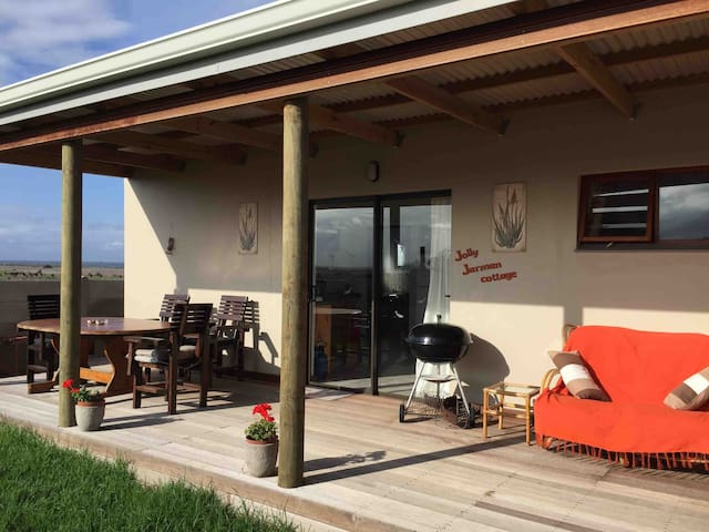 Jolly Jarman self catering Cottage with Wifi.