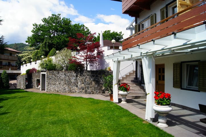 Cosy, apartment with garden for 4 people in Seis.