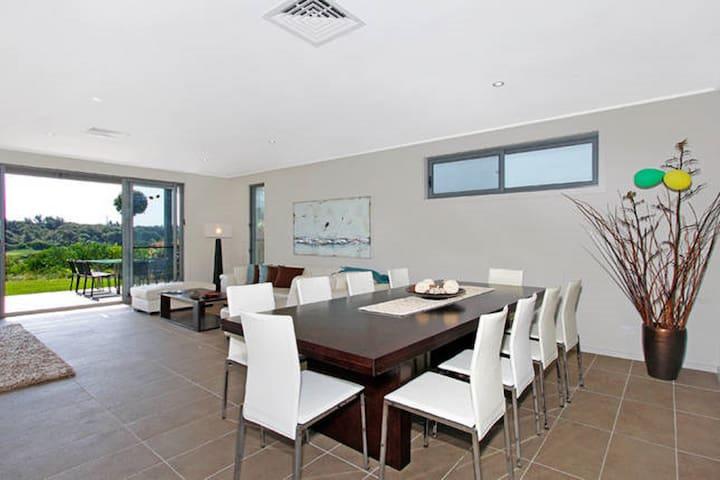 Executive golf home - Magenta - House