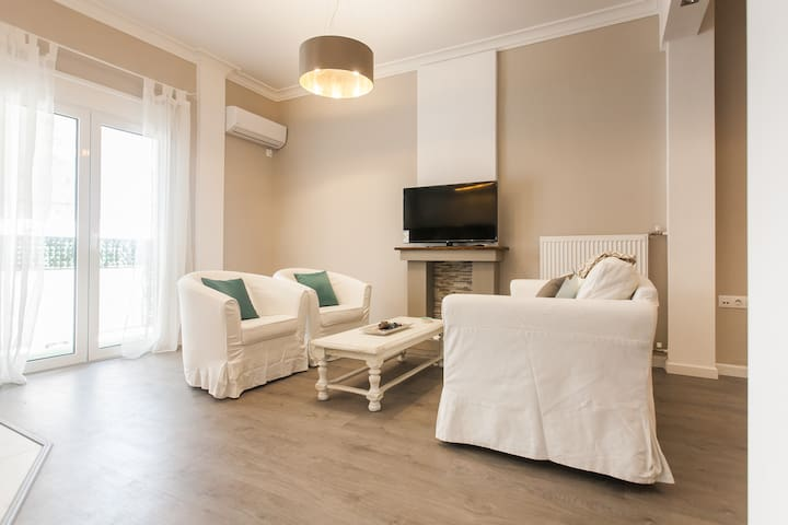 Charming center 2 bedroom apt 1' to metro - Athene - Appartement