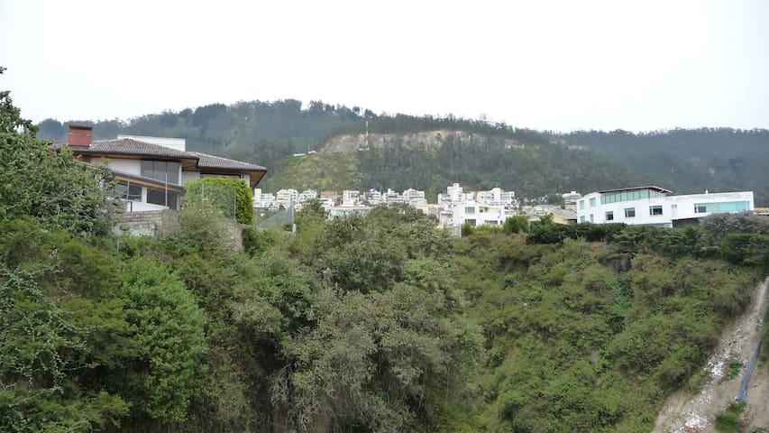 Suite independiente Miravalle 2, Cumbaya - Quito - Daire