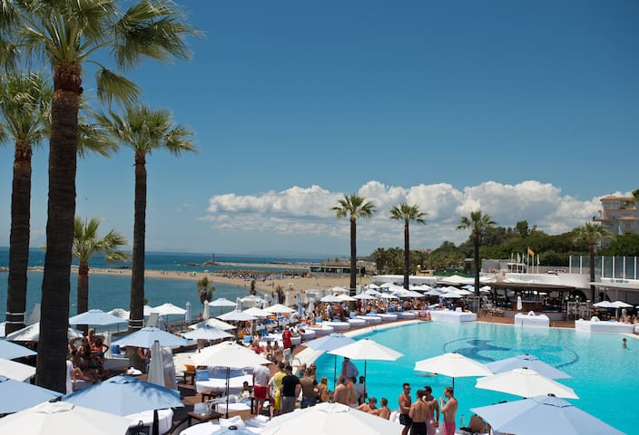 BANUS BEACH, PLAYAS DEL DUQUE1, WIFI PARKING