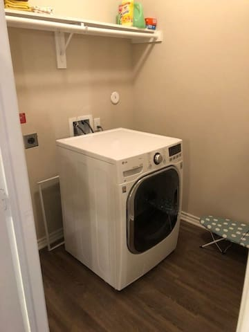 Laundry room (washer/dryer combo)
