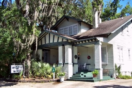 The Hinson House Bed & Breakfast: Homeguard Suite - Bed & Breakfast