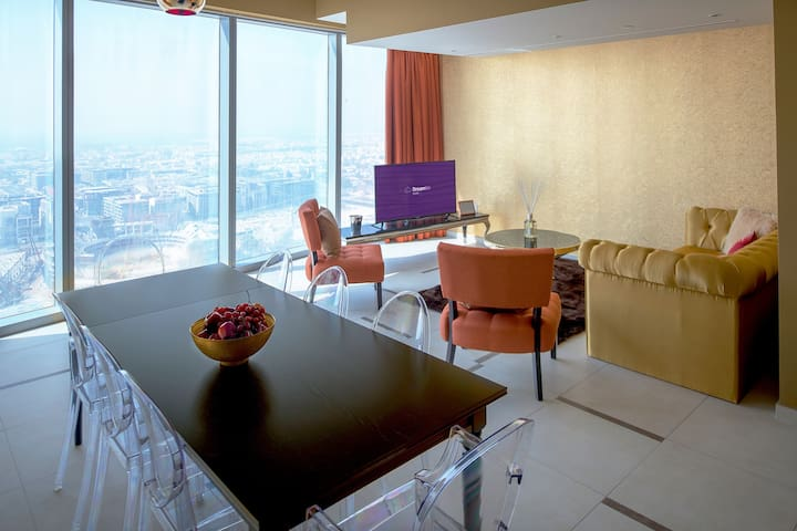 Three-Bedroom Apartment Panoramic City View