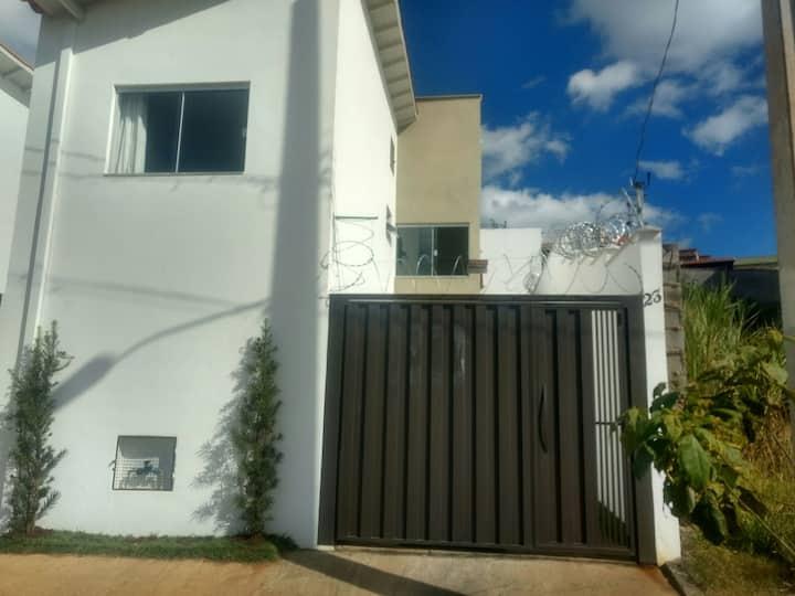 Casa 2 quartos com garagem