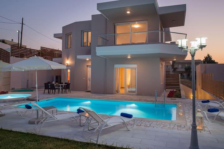 Stylish stunning view Villa  10min from the beach!