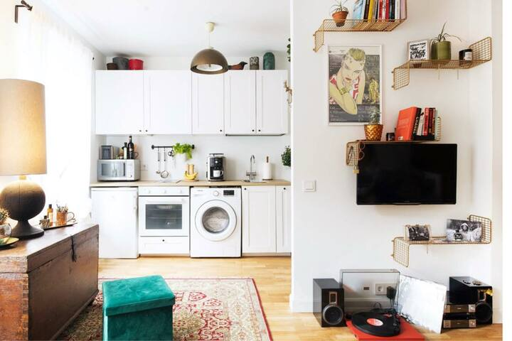 Sunny studio apartment with garden near Telliskivi