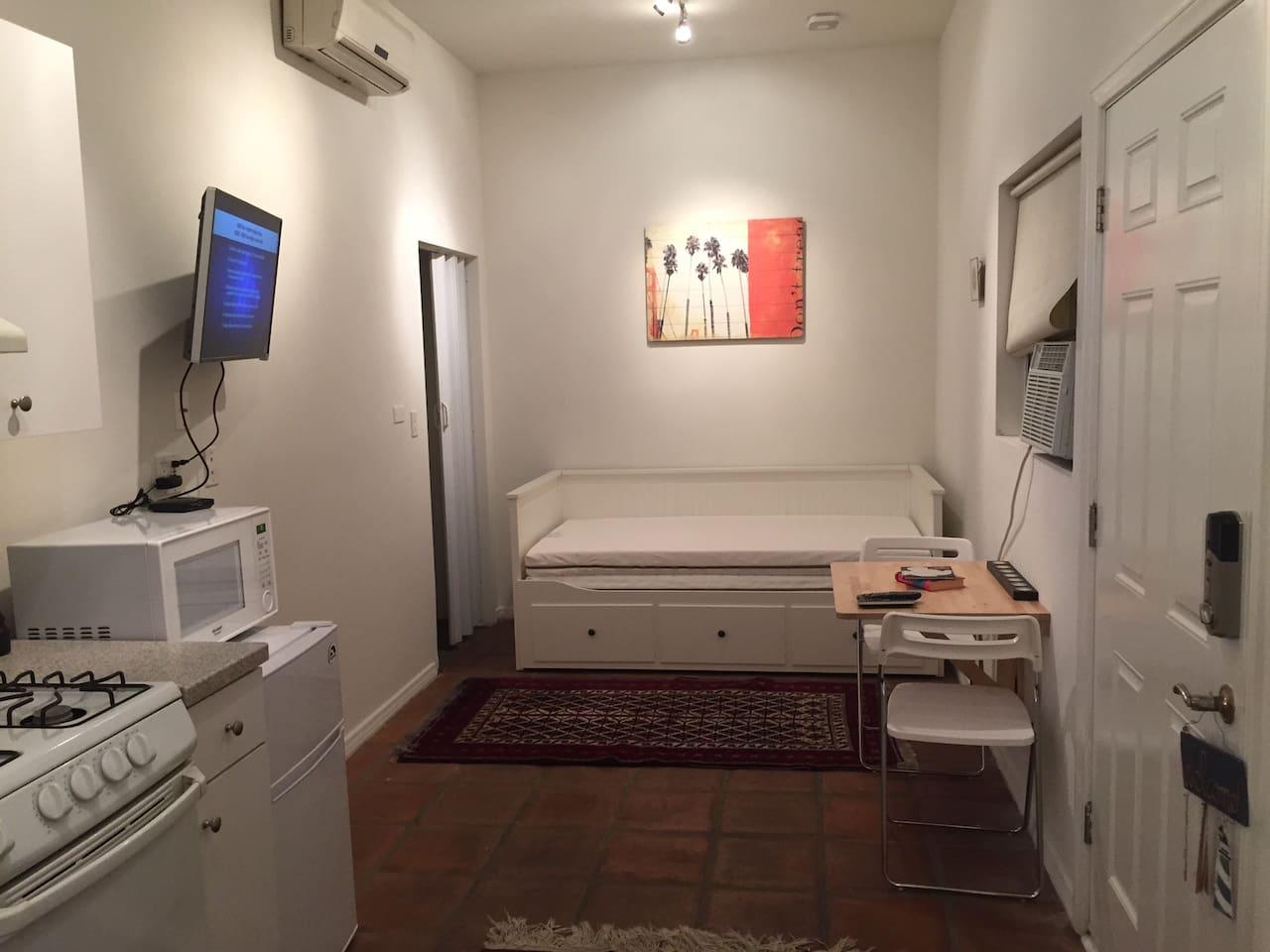 Melrose Area/Grove - Bright & Roomy