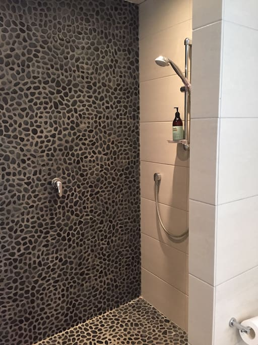 Double shower in master bed ensuite