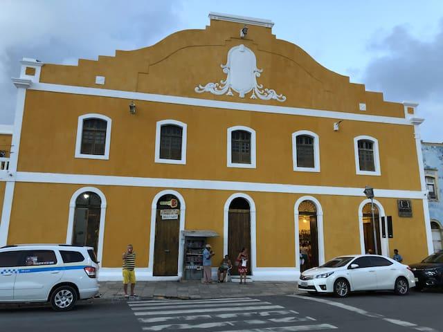 Hermosa casa colonial de dos pisos