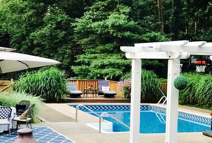 Private Pool, 5 Stars, 4.5 miles from DT Annapolis