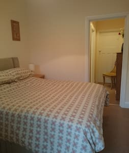 Beautiful self contained, en-suite double room - Bed & Breakfast