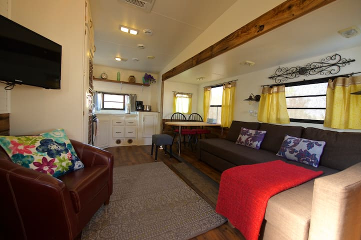 Peaceful Rustic Camper with mountain views - Bridgeport - Camper