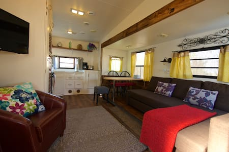 Rustic Spacious RV - peaceful & quiet - Bridgeport