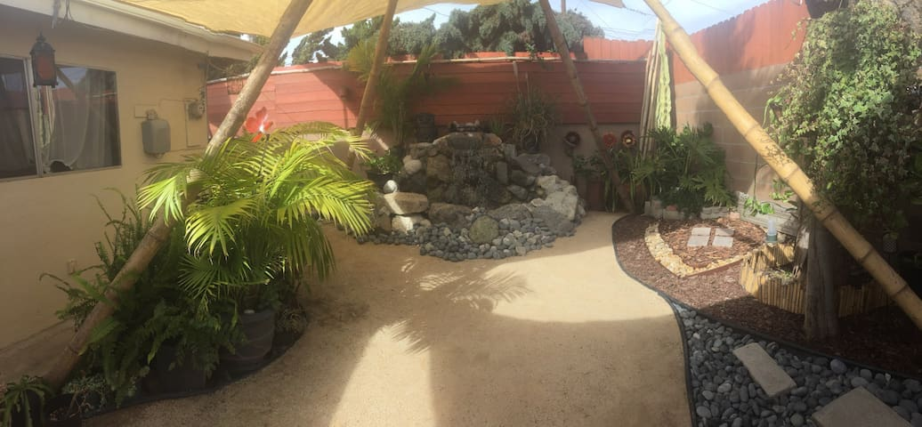 Two bedroom with private yard,waterfall & hot-tub - Redondo Beach - House