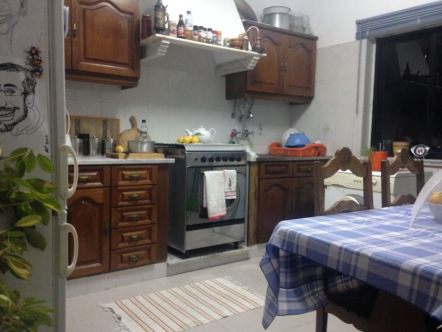 Fully equipped Kitchen t/ washing machine.