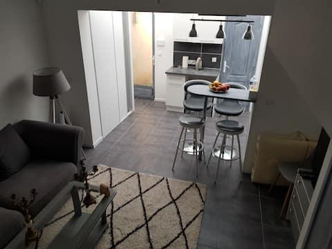 Mooi duplex huis, modern, grijze tint F2